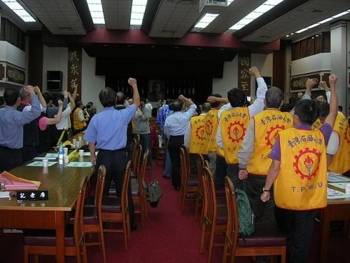 20091106工會法三度動員至立法院群賢樓